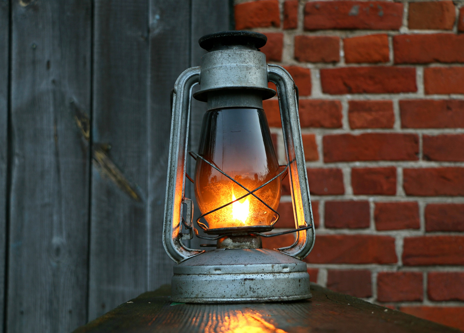6 Alternative Light Sources When the Power Goes Out ...
